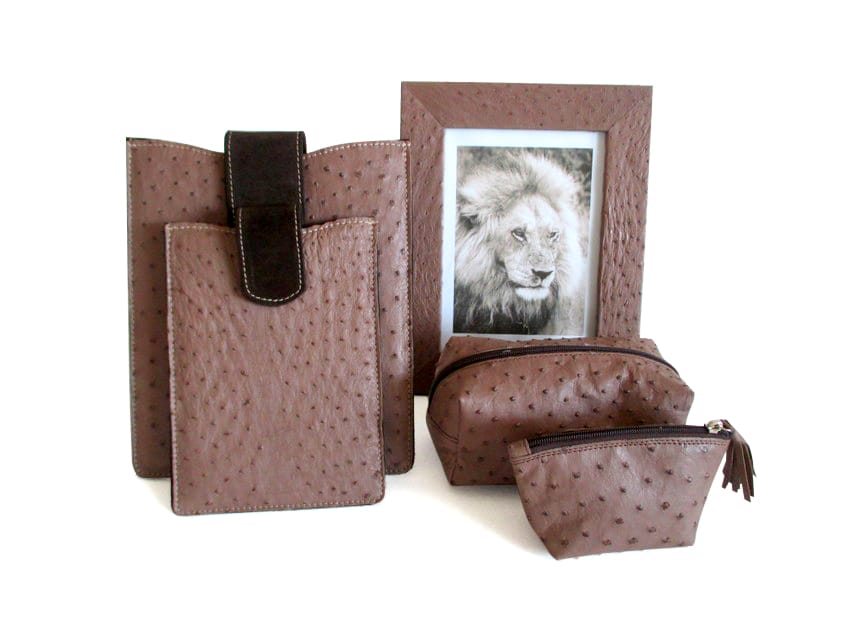 AC08_Ostrich_leather_accessories_-_taupe